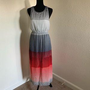 Dresses & Skirts - Keyhole Back Maxi Dress